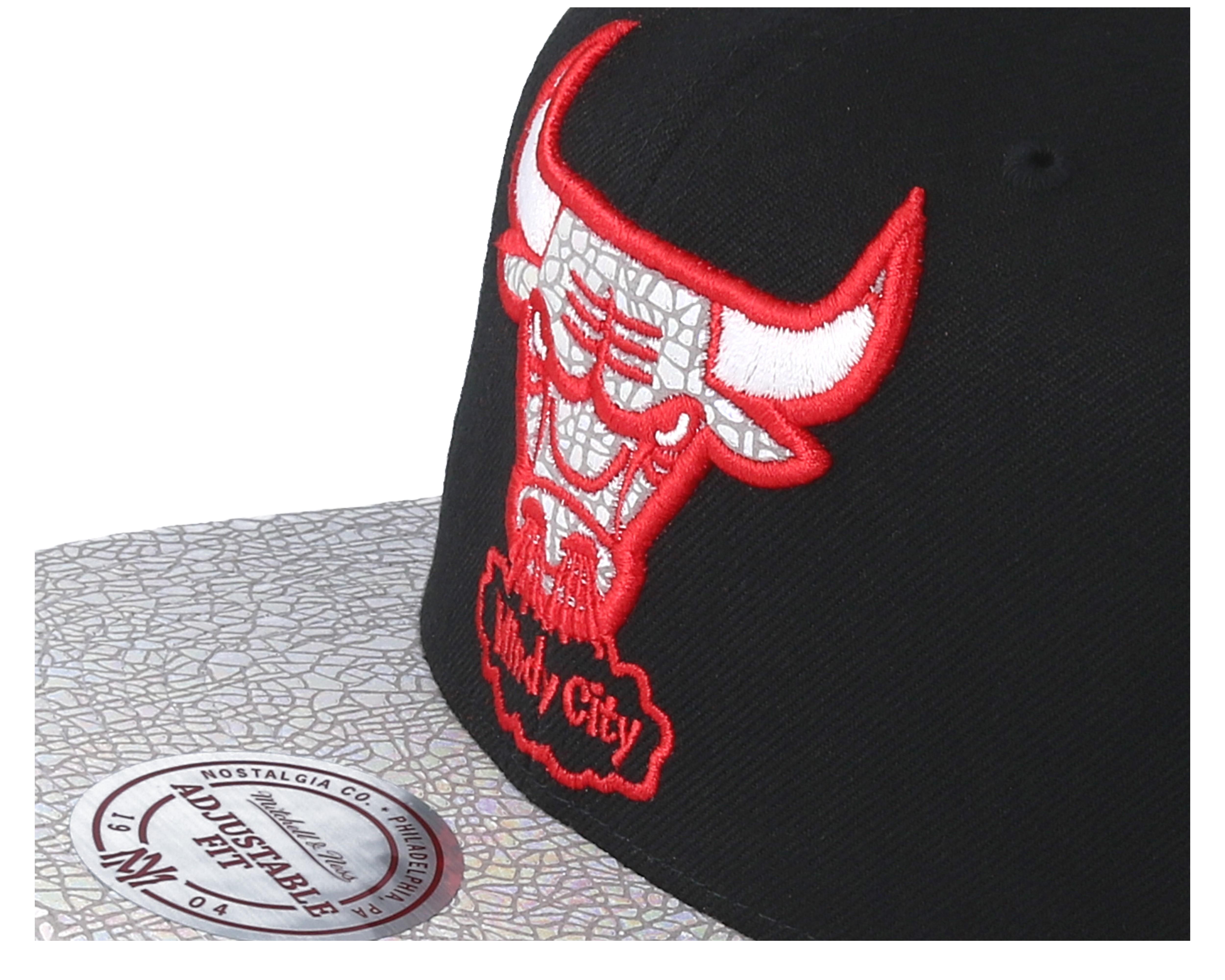 best website 19644 31297 Chicago Bulls Cracked Iridescent Black Snapback - Mitchell   Ness ...